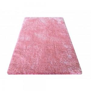 Růžový koberec do ložnice
