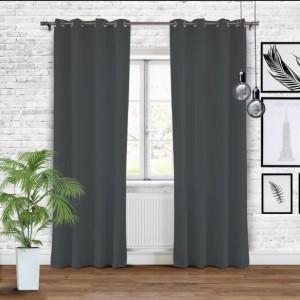 Závěsy tmavě šedé barvy