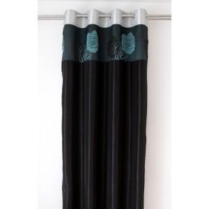 Černý závěs s tyrkysovými květy
