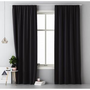 Jednobarevný černý závěs do ložnice