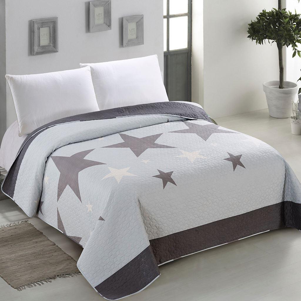 Originální oboustranný přehoz na postel světle modré barvy