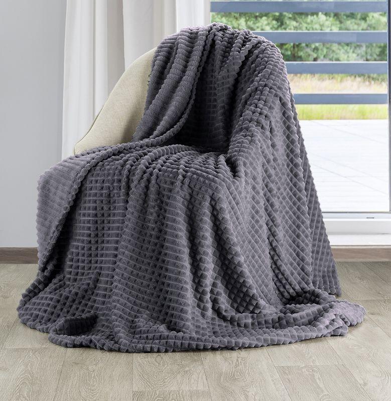 Měkoučká jemná a teplá deka v tmavě šedé ocelové barvě
