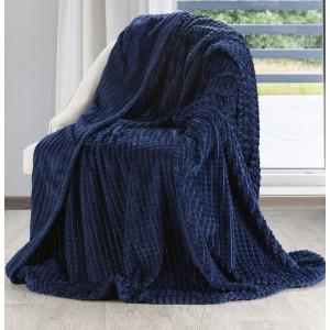 Krásná tmavě modrá jemná a teplá deka se vzorem