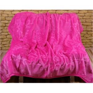 Deky, přehozy na postele tmavě růžové barvy