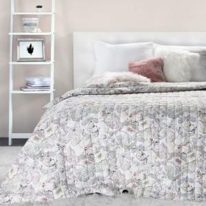 Přehoz na postel v pastelových barvách a s potiskem motýlů