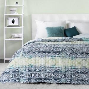 Krásný oboustranný přehoz na postel s etno vzory