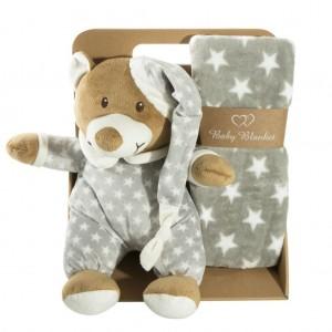 Teplá šedá dětská deka s hračkou zabelaná v elegantní krabici