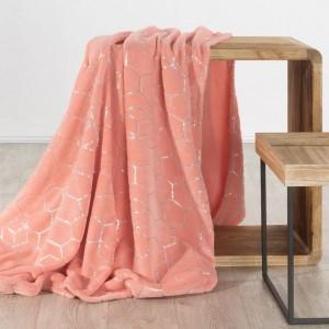 Trendy korálově růžová hřejivá deka se stříbrným geometrickým vzorem