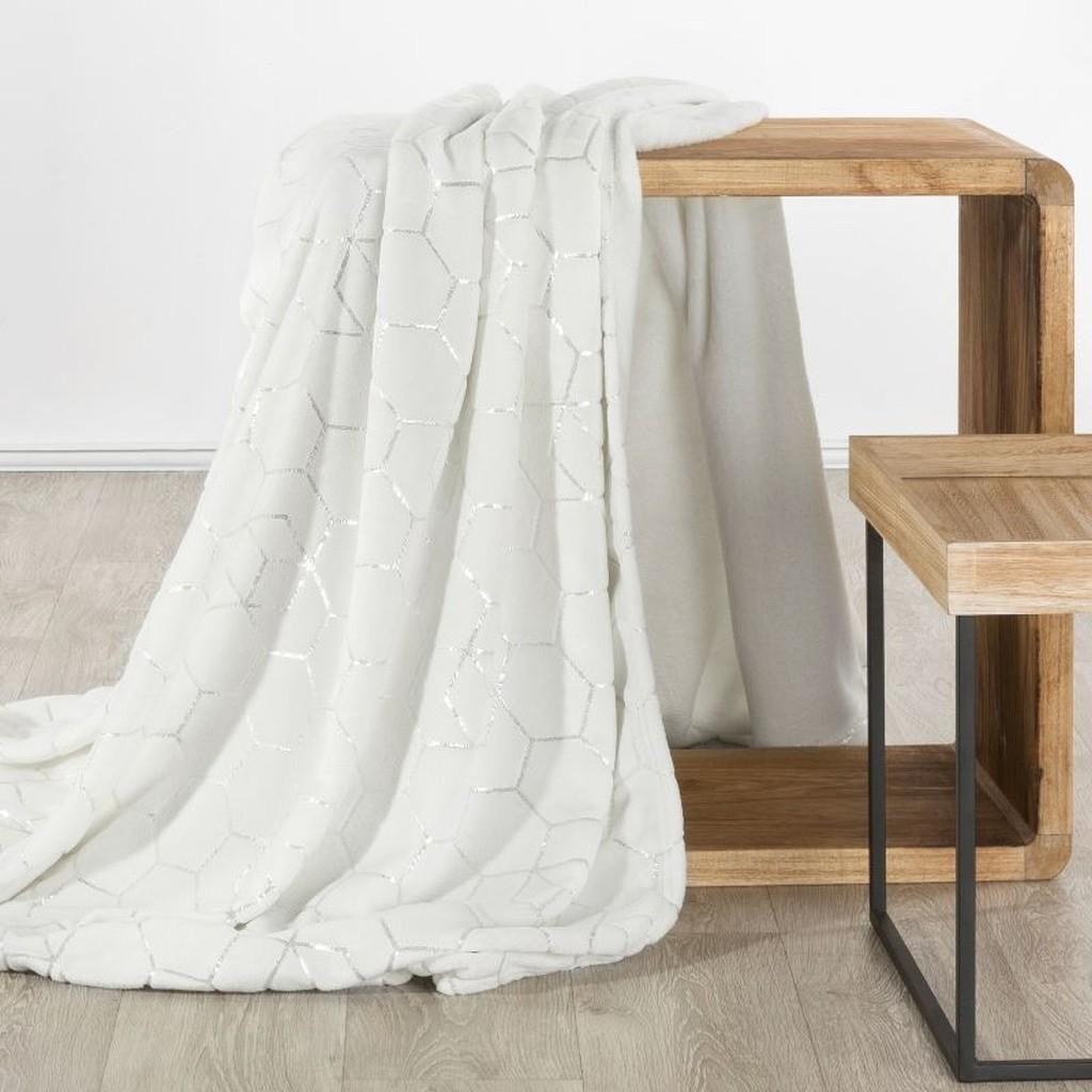 Stylová deka s geometrickým stříbrným vzorem v krémové barvě