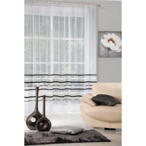 Dlouhá nařasená záclona krémové barvy s ozdobnými pásy