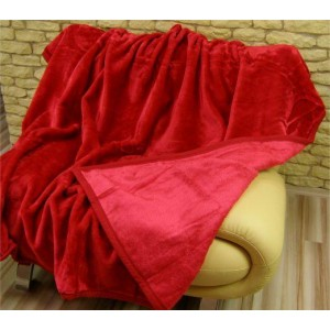 Měkké a teplé deky červené barvy