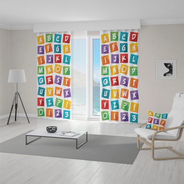 Závěs do dětského pokoje s motivem barevných písmen