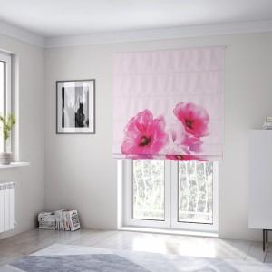 Krásná světle růžová roleta na okna šitá na míru s květinami vlčí mák