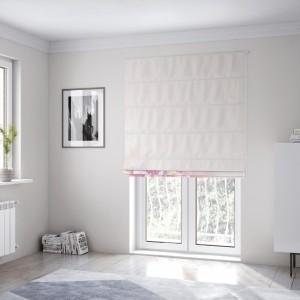 Romantická okenní roleta šitá na míru v růžové barvě s květem