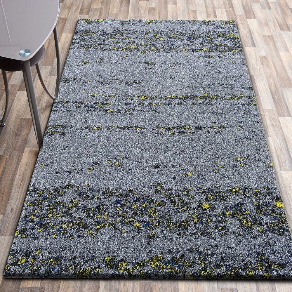 Kvalitní šedý koberec