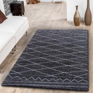 Elegantní skandinávský koberec tmavě hnědé barvy