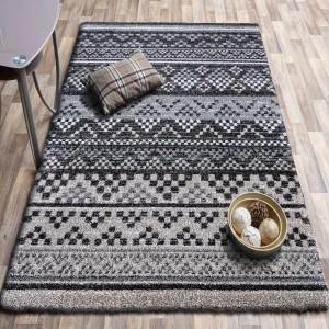 Moderní hnědý koberec v skandinávském stylu