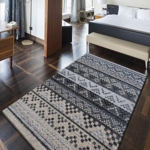 Šedý koberec do ložnice kusový