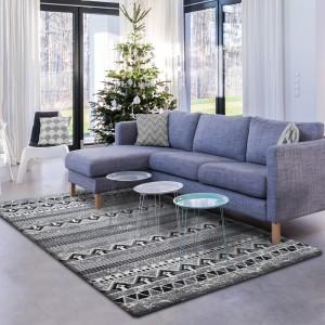 Moderní šedý koberec se vzorem
