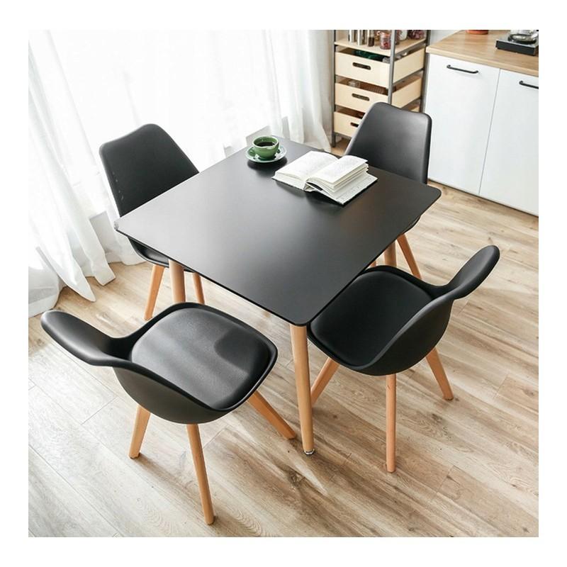 Kvalitní židle v černé barvě do kuchyně