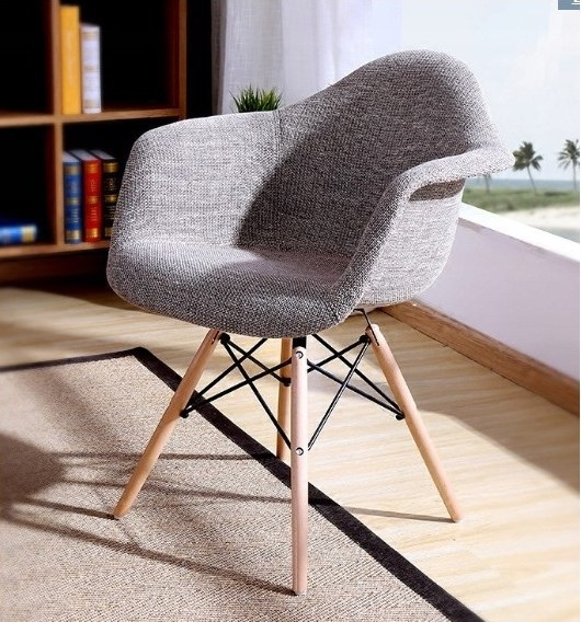 Pohodlná interiérová židle do jídelny šedé barvy