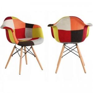 Pestrobarevná designová židle do jídelny