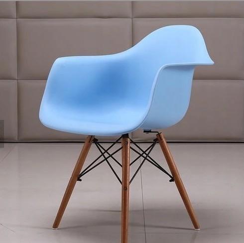 Designová židle do kuchyně modré barvy