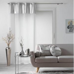 Elegantní záclona bílé barvy se stříbrným doplňkem METALLIC