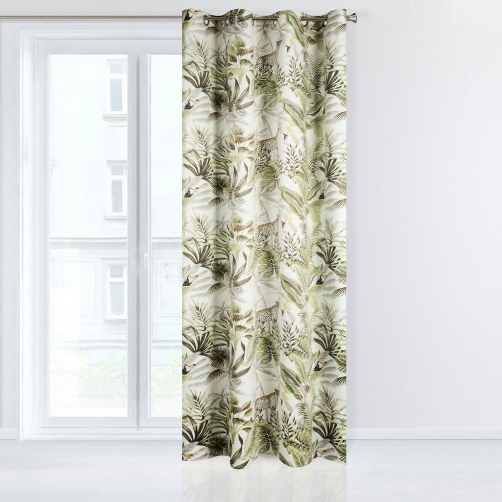 Zelený dekorační závěs do ložnice s exotickým motivem