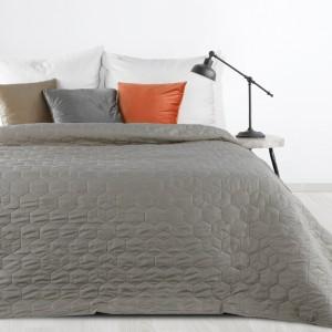 Moderní jednobarevný přehoz na postel šedé barvy