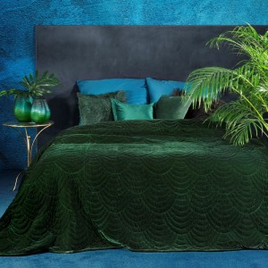 Elegantní smaragdově zelený sametový přehoz na postel