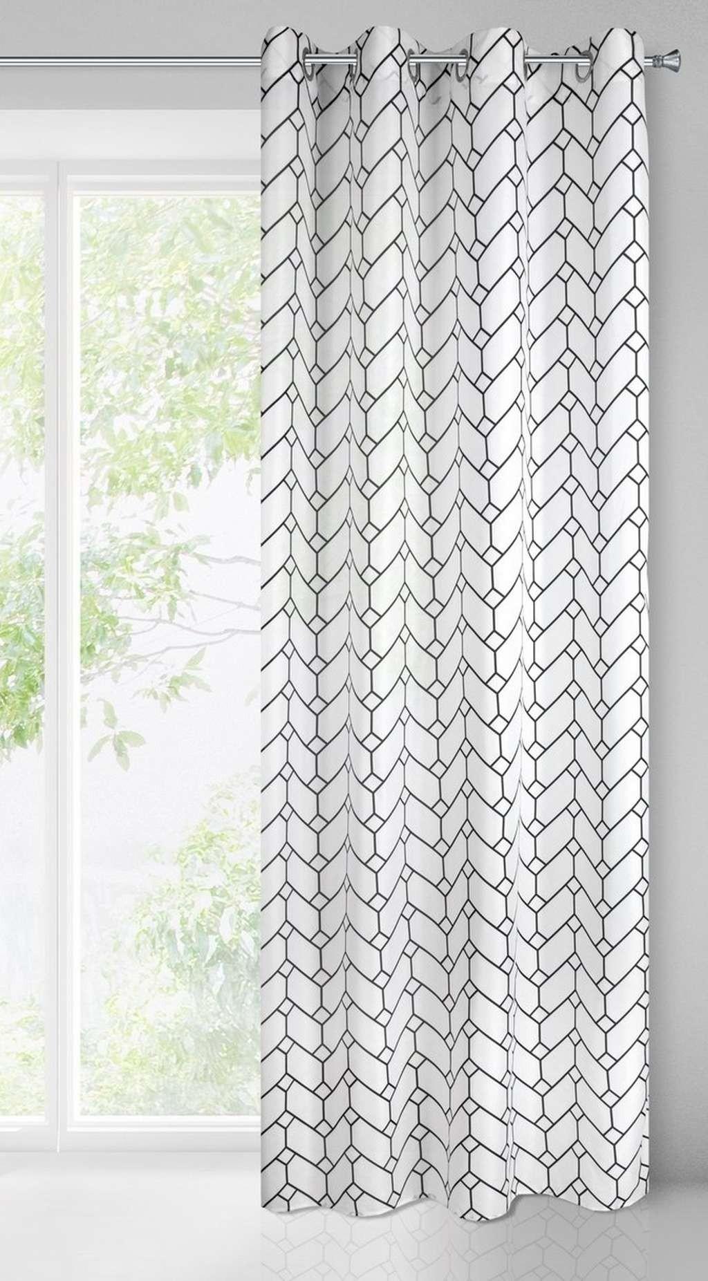 Bílý dekorační závěs s geometrickým vzorem