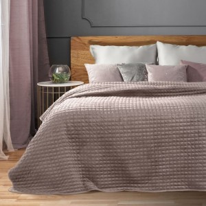 Růžový prošívaný přehoz na postel