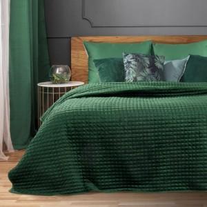 Jednobarevný zelený přehoz na postel s dekorativním prošíváním