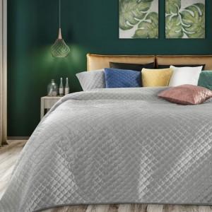 Jednobarevný krásný prošívaný přehoz na postel s šedé barvě