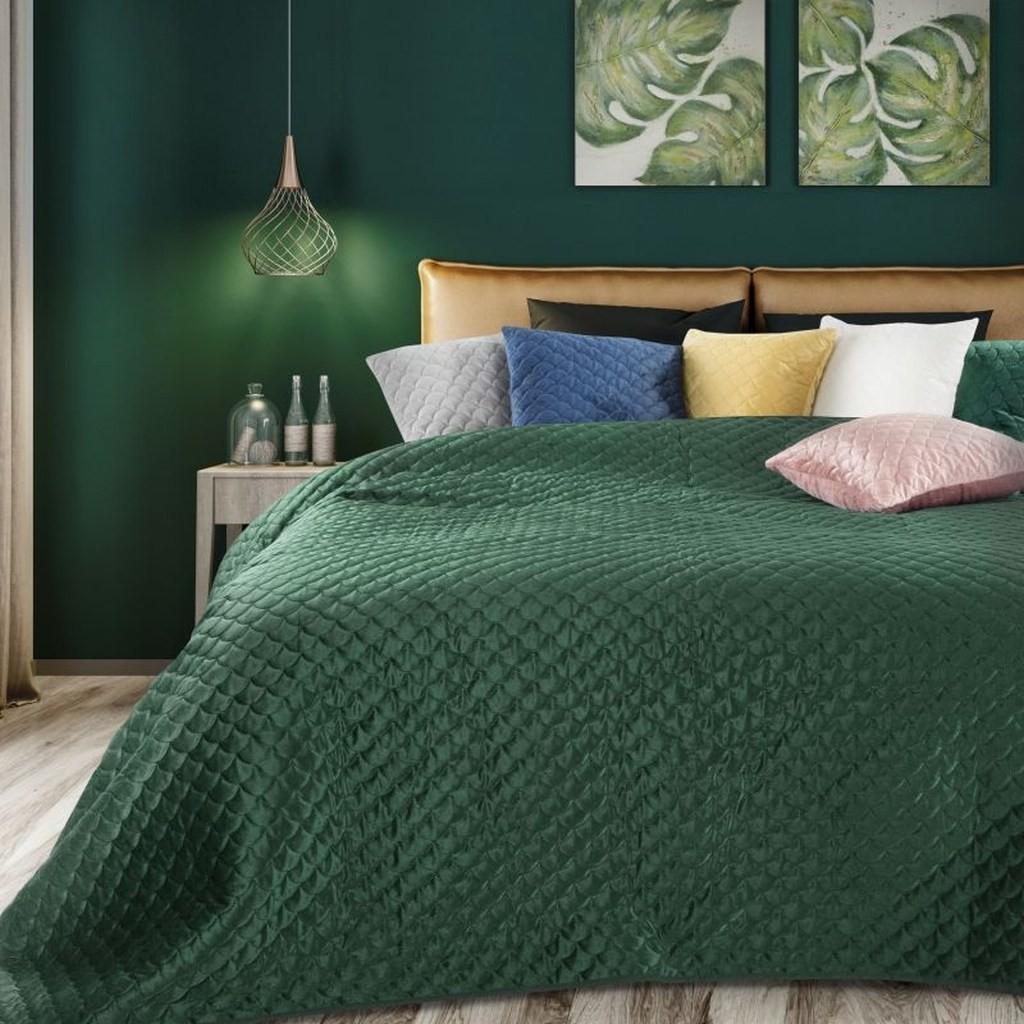 Smaragdově zelený oboustranný přehoz na postel s prošíváním