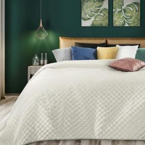 Krásný smetanově krémový oboustranný přehoz na postel s prošíváním