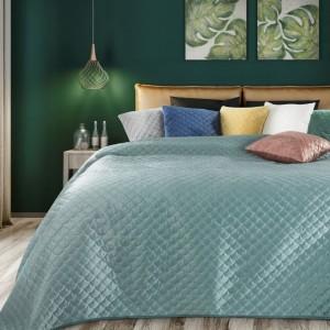 Stylový světle zelený oboustranný přehoz na postel