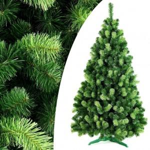 Krásný hustý vánoční stromek