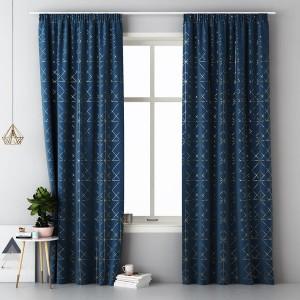 Tmavě modrý dekorační závěs se zlatým vzorem do obýváku