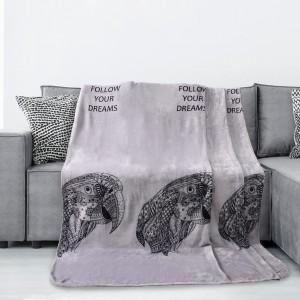 Šedá deka s motivem papouška
