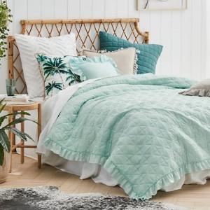 Mentolový přehoz na manželskou postel s jemným prošíváním