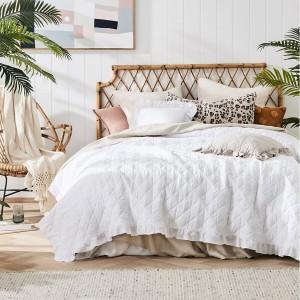 Elegantní prošívaný přehoz na postel bílé barvy