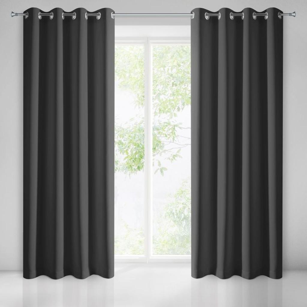 Jednoduchý stínící závěs do obýváku černé barvy