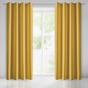 Luxusní zatemňovací závěs žluté barvy do obývacího pokoje