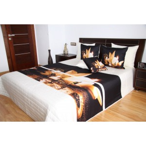 Bílý přehoz na manželskou postel s motivem lilie a svíček
