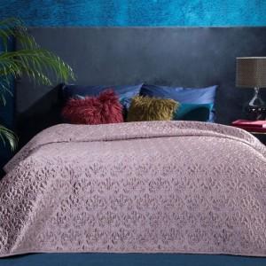 Prošívaný přehoz na postel v klasickém stylu