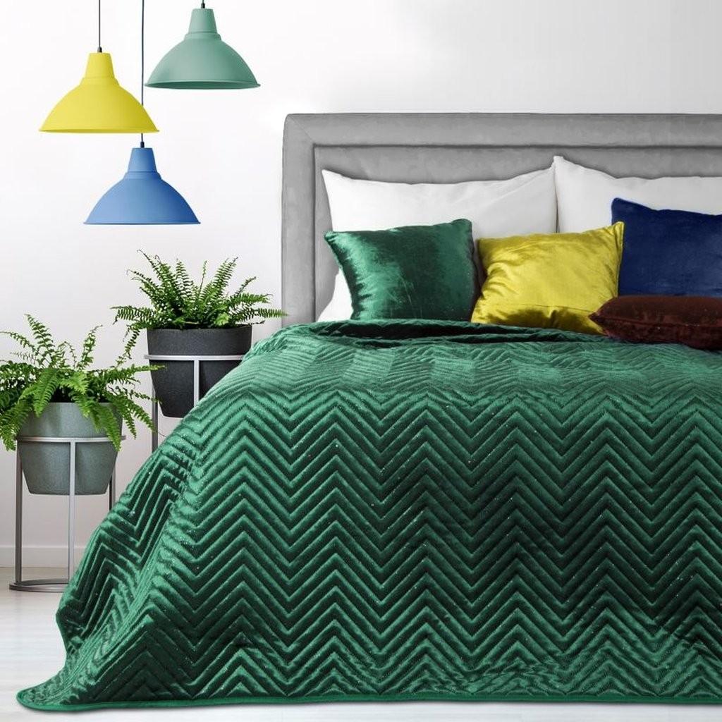 Dekorační přehozy na postel v zelené barvě s prošíváním
