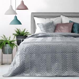Kvalitní přehoz do ložnice v šedé barvě