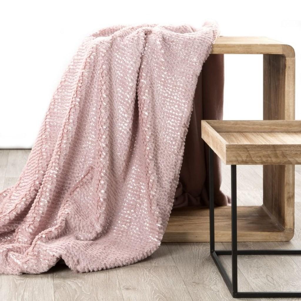 Teplá kvalitní deka z mikrovlákna v růžové barvě